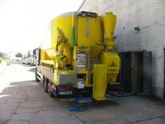 Mahl- und Mischdienst RMahl- und Mischdienst R. & M. Voigt, GF 3008MAX beim Saugen von Getreide