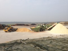 Mahl- und Mischdienst R. & M. Voigt, Mais mahlen für eine Biogasanlage