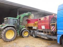 Mahl- und Mischdienst R. & M. Voigt, Stroh zerkleinern mit einer Haybuster 1150