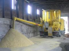 Mahl- und Mischdienst RMahl- und Mischdienst R. & M. Voigt, Mais mahlen mit einer Gmelin Anlage FD 3006